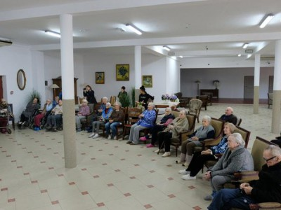 Goście w domu seniora 1